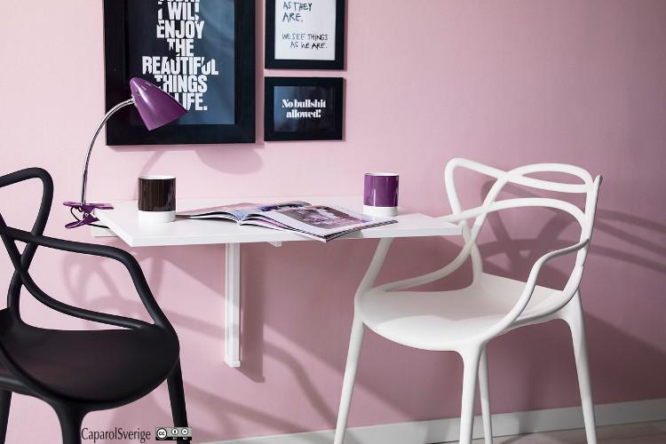 Murale de peinture violette